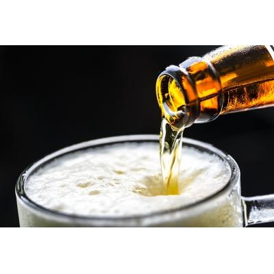 Je tu netradiční oslava 370. výročí založení pivovaru. Víte, kterého?