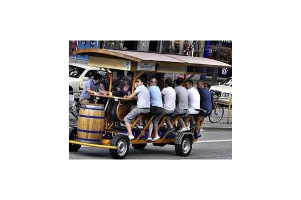 Pojízdné pivní bary, budou zakázány také u nás?
