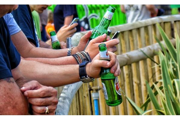 Devět z deseti mužů pije pivo, ukázal výzkum