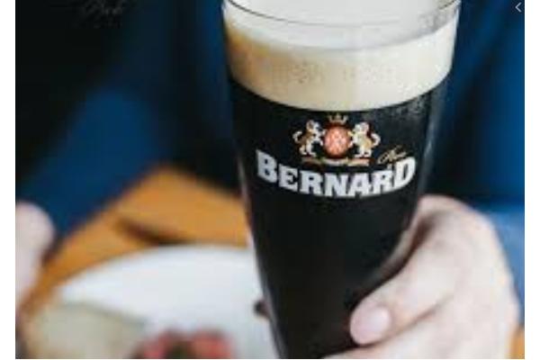 Kvasnicový tmavý ležák od Bernarda získal Zlatou pivní pečeť